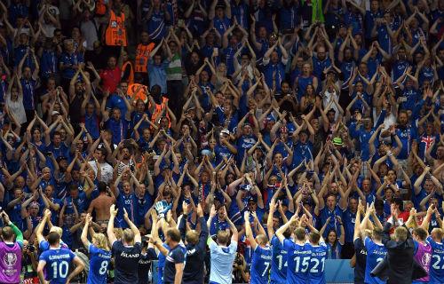 Ảnh đẹp Euro 28/6: Vũ điệu Conte và nụ hôn Iceland - 4