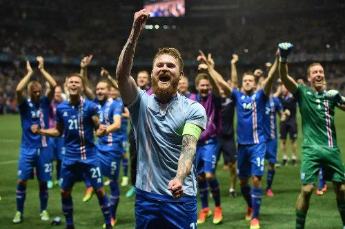 Ảnh đẹp Euro 28/6: Vũ điệu Conte và nụ hôn Iceland - 5