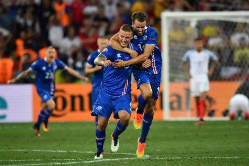 Ảnh đẹp Euro 28/6: Vũ điệu Conte và nụ hôn Iceland - 6