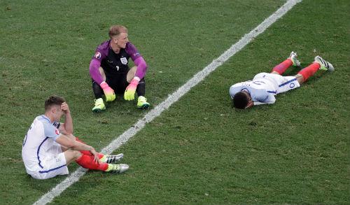 Ảnh đẹp Euro 28/6: Vũ điệu Conte và nụ hôn Iceland - 7