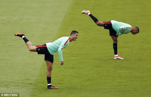 """Trước tứ kết Euro: Lộ sở thích """"kỳ quặc"""" của Ronaldo - 2"""