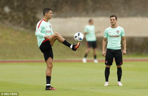 """Trước tứ kết Euro: Lộ sở thích """"kỳ quặc"""" của Ronaldo - 3"""