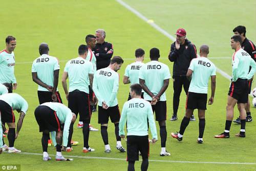 """Trước tứ kết Euro: Lộ sở thích """"kỳ quặc"""" của Ronaldo - 4"""
