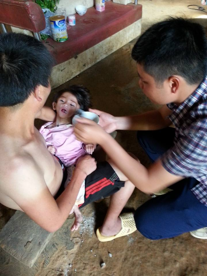 Xót thương bé gái 14 tháng tuổi chỉ nặng 3,5kg vì… đói - 2