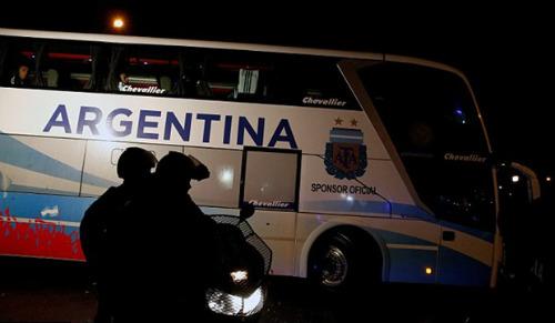 Trăm nghìn fan Argentina diễu hành xin Messi ở lại - 7