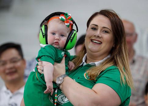 Chân dung cô nàng khiến cả trăm fan Ireland mê mệt - 1