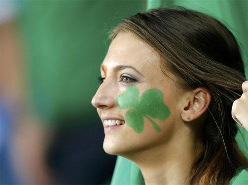 Chân dung cô nàng khiến cả trăm fan Ireland mê mệt - 17