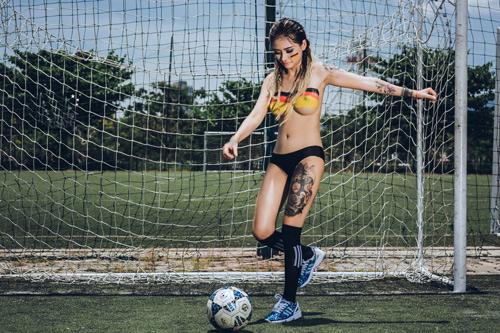 Cô gái Đà Nẵng chụp ảnh nude cổ vũ đội tuyển Đức - 6