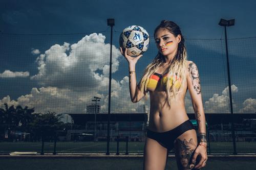 Cô gái Đà Nẵng chụp ảnh nude cổ vũ đội tuyển Đức - 8