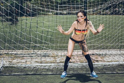 Cô gái Đà Nẵng chụp ảnh nude cổ vũ đội tuyển Đức - 7