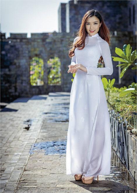 'Dòng thời gian' trong BST áo dài nữ sinh của Thái Tuấn - 1