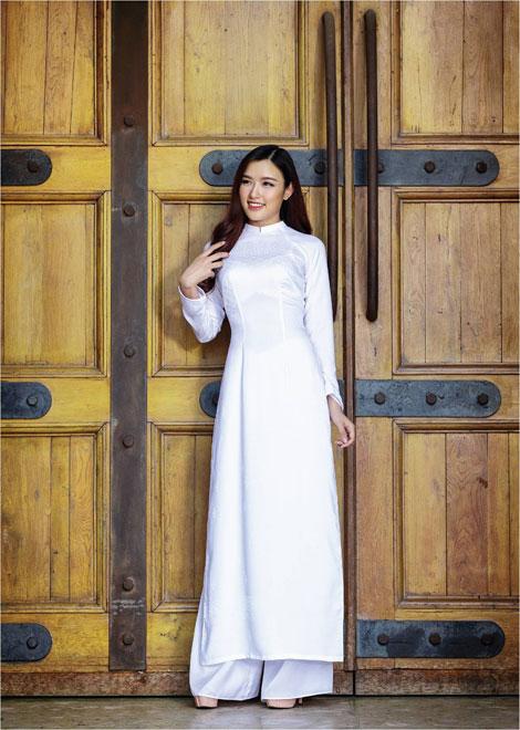 'Dòng thời gian' trong BST áo dài nữ sinh của Thái Tuấn - 2