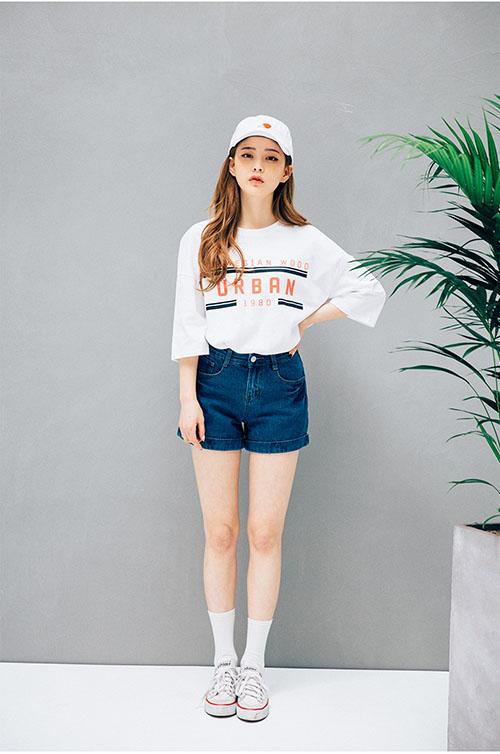 Diện áo phông đúng chuẩn phong cách cô nàng thể thao - 1