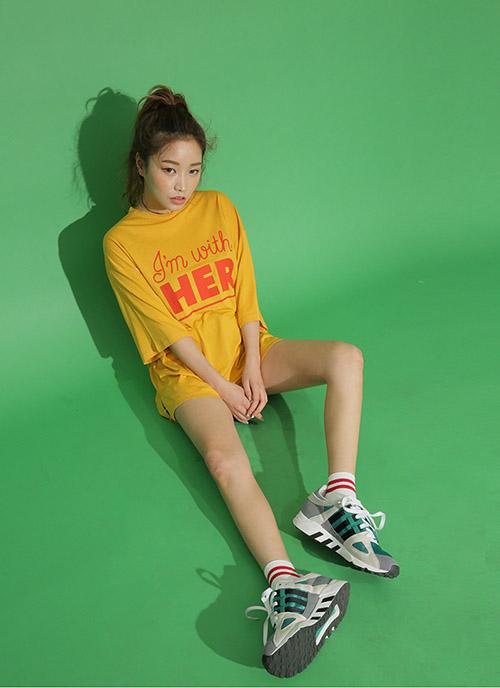 Diện áo phông đúng chuẩn phong cách cô nàng thể thao - 10