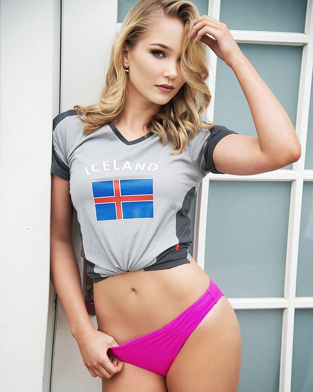 Cô gái nổi như cồn sau khi Iceland đánh bại tuyển Anh - 3