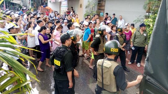 """Tạm giữ hơn 300 người ở tụ điểm """"ăn chơi"""" nhất Hải Phòng - 6"""