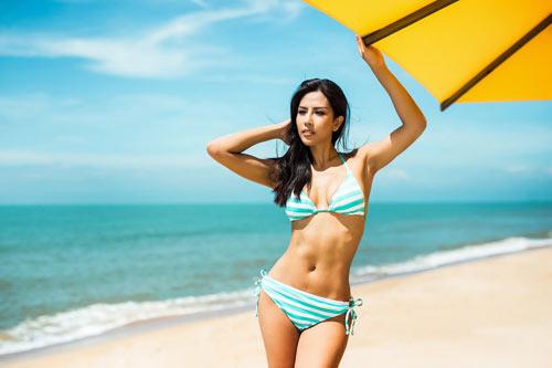 """Nguyễn Thị Loan khoe """"hông quả táo"""" cực sexy trước biển - 6"""