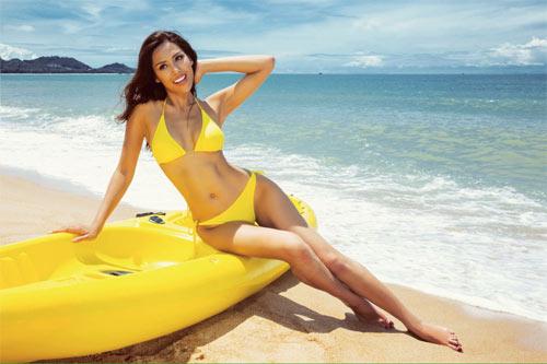 """Nguyễn Thị Loan khoe """"hông quả táo"""" cực sexy trước biển - 2"""