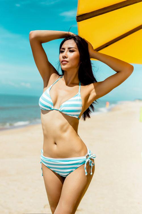 """Nguyễn Thị Loan khoe """"hông quả táo"""" cực sexy trước biển - 8"""