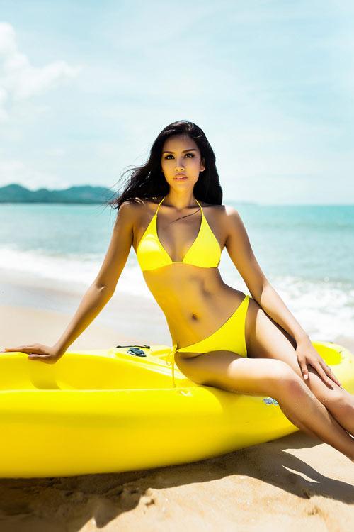 """Nguyễn Thị Loan khoe """"hông quả táo"""" cực sexy trước biển - 10"""