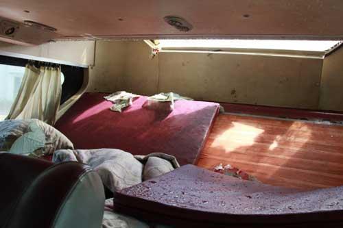 Xe giường nằm cháy nghi ngút, 30 khách suýt chết - 2