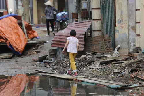 Ì ạch dự án thoát nước, dân Thủ đô sống chung kênh thối - 5