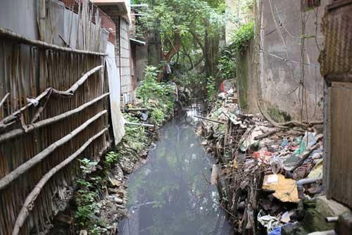 Ì ạch dự án thoát nước, dân Thủ đô sống chung kênh thối - 11