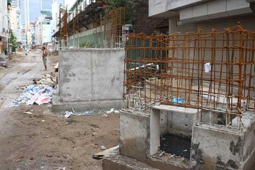 Ì ạch dự án thoát nước, dân Thủ đô sống chung kênh thối - 8