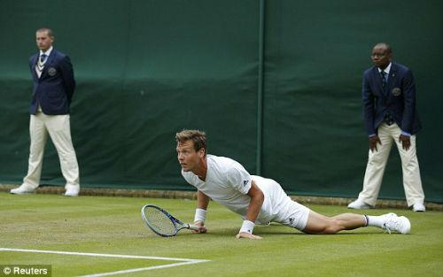 Wimbledon ngày 3: Berdych khổ chiến, Radwanska thắng dễ - 6