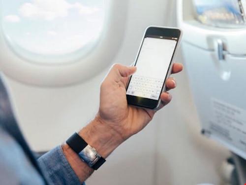 Có nên chuyển smartphone sang chế độ máy bay khi đang bay? - 1