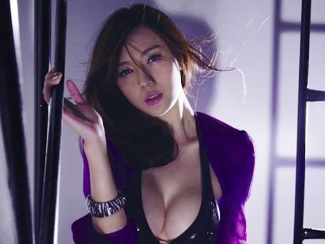 Mặc áo hở ngực dễ xin việc hơn gấp 5 lần - 1
