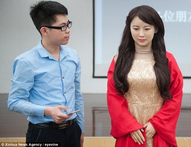 """Trung Quốc ra mắt """"thánh nữ robot"""" giống hệt người - 3"""