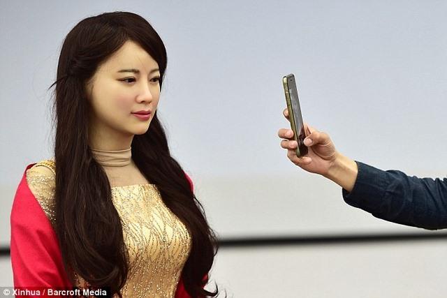 """Trung Quốc ra mắt """"thánh nữ robot"""" giống hệt người - 4"""