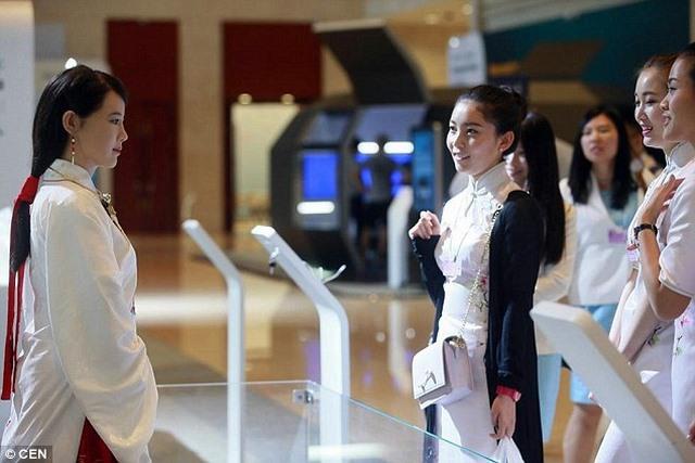 Thánh nữ Robot - Trung Quốc ra mắt thánh nữ Robot giống người - 2