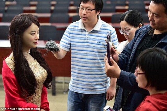 """Trung Quốc ra mắt """"thánh nữ robot"""" giống hệt người - 5"""