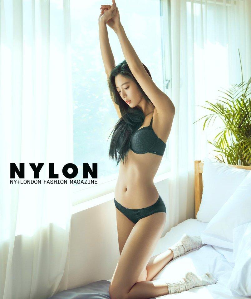 Người mẫu Hàn mặc áo tắm hở hông quá đỗi gợi cảm - 10