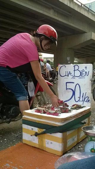 Giật mình cua biển siêu rẻ bán tràn lan trên vỉa hè HN - 3