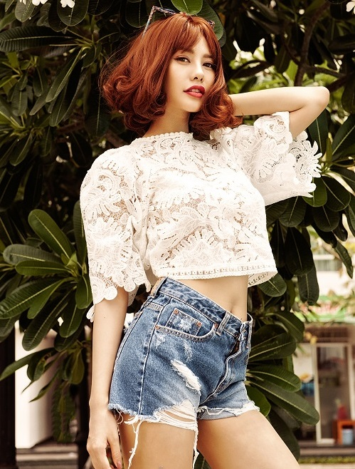 Á hậu Linh Chi khoe ảnh bikini tạm biệt tháng 6 - 10