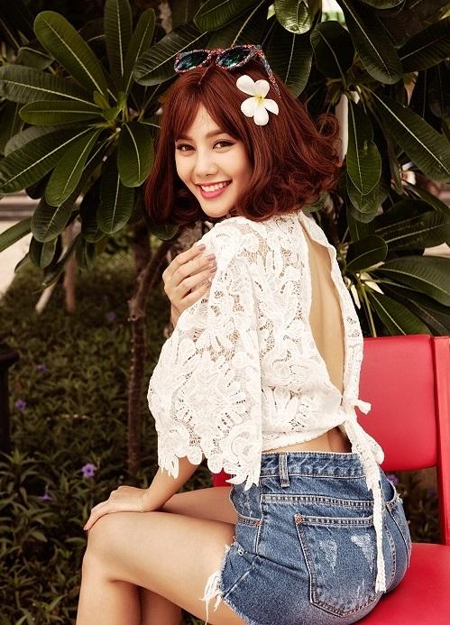 Á hậu Linh Chi khoe ảnh bikini tạm biệt tháng 6 - 11