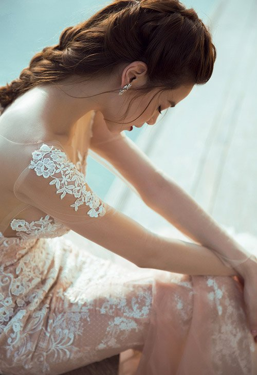 Hà Hồ khoe đường cong nóng bỏng với váy xuyên thấu - 3