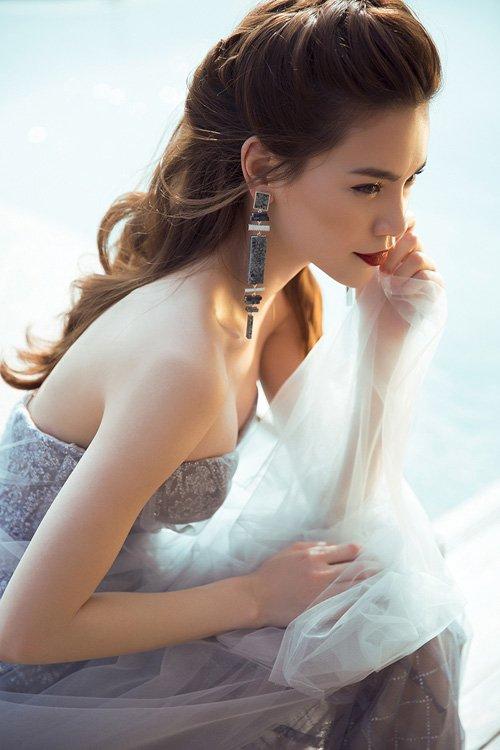 Hà Hồ khoe đường cong nóng bỏng với váy xuyên thấu - 4