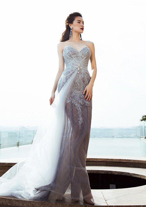 Hà Hồ khoe đường cong nóng bỏng với váy xuyên thấu - 6