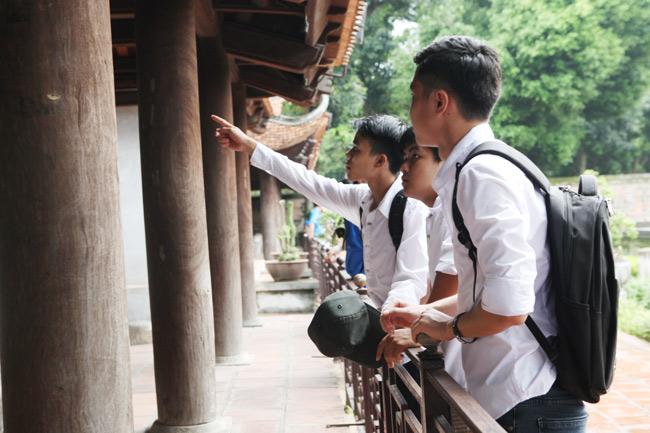 Sĩ tử về Văn Miếu cầu may trước kỳ thi THPT quốc gia - 4