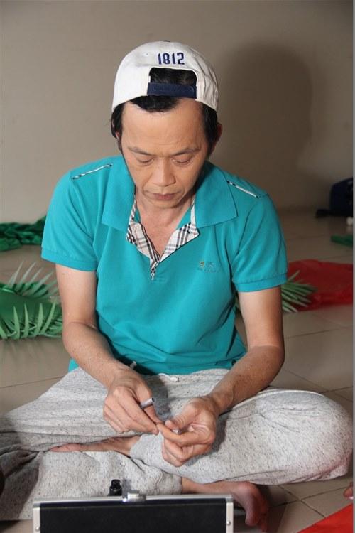 """Hoài Linh ngày càng """"da bọc xương"""" - 1"""