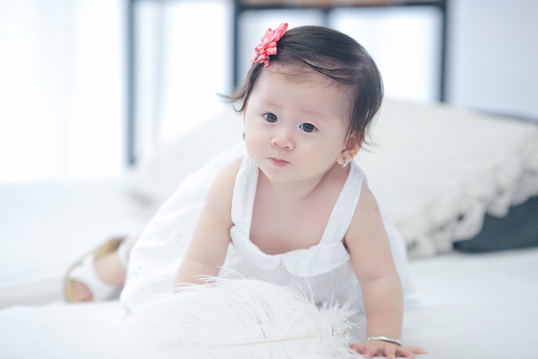 Trang Trần xinh đẹp bên con gái 7 tháng tuổi - 4