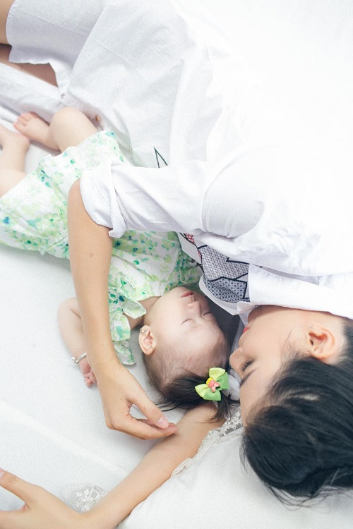 Trang Trần xinh đẹp bên con gái 7 tháng tuổi - 7