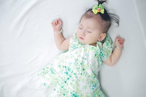 Trang Trần xinh đẹp bên con gái 7 tháng tuổi - 10