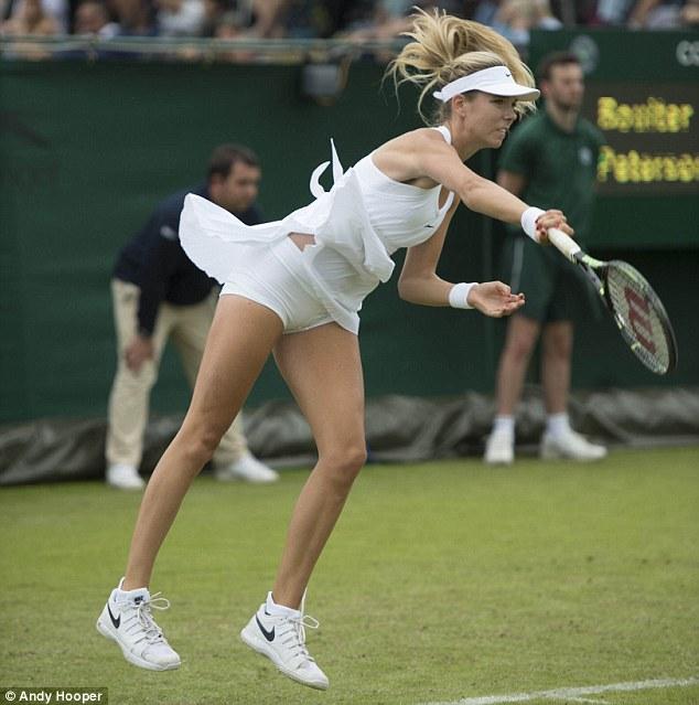 Tay vợt nữ lại gặp rắc rối với váy ngắn ở Wimbledon - 7