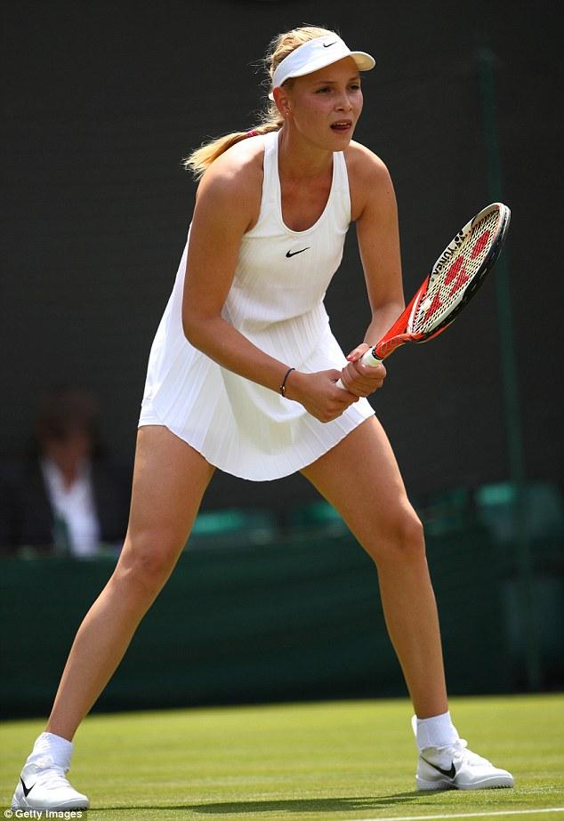 Tay vợt nữ lại gặp rắc rối với váy ngắn ở Wimbledon - 6