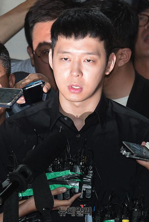 Park Yoochun lần đầu xuất hiện sau scandal cưỡng dâm - 8